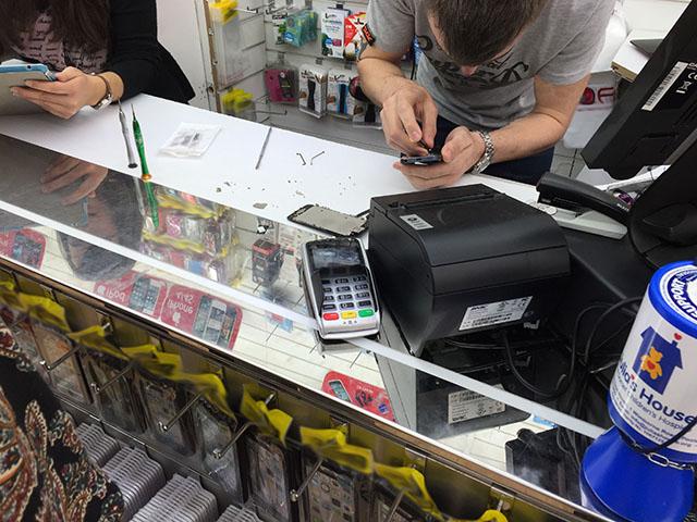 Repairing an iPhone wrong, screws everywhere, FONE WORLD Bournemouth
